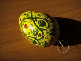 Großes Ei in grün und gelb mit Marienkäfern
