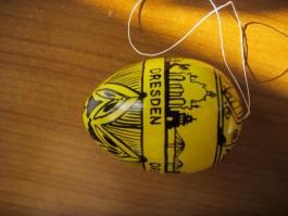 Hühnerei in gelb und schwarz mit Dresdenmotiv