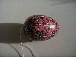 Kleines Ei in grün, rosa und weiß