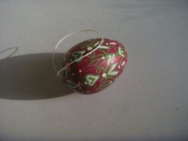 Kleines Ei in pink, grün und weiß