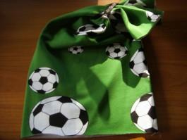 Schalütze dehnbar mit grünem Fußballsstoff