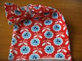 Schalütze dehnbar mit rotem Blumenstoff