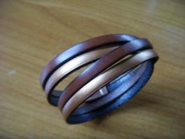 Armband 2 Bänder zweifach umwickelt aus braunem und broncenen Leder