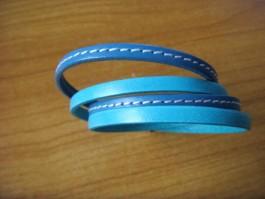 Armband, 2 Bänder zweifach umwickelt, aus türkisem und türkisem Leder mit Naht