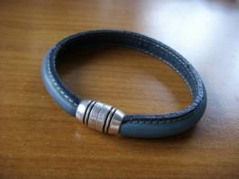 Armband breit und halbrund aus türkisem Leder