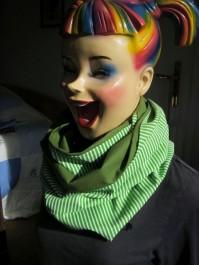Loop-Schal handgefertigt aus grünen Designstoffen