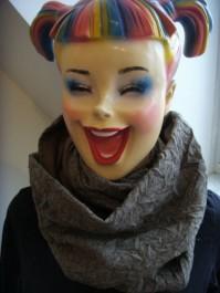 Loop-Schal handgefertigt aus braunen Designstoffen