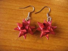 Glänzende Weihnachtssternhänger in rot