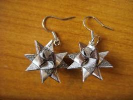 Glitzernde Weihnachtssternhänger in silber und grau