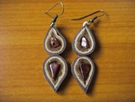 Tropfenförmige doppelte Zwiebelhänger aus braunem und beigem Leder