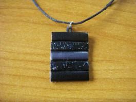Lederkette rechteckig aus schwarzem und grauen Leder