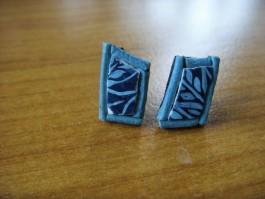 Stecker aus Straußenei blau grundiert und türkis bemalt mit türkisem Leder