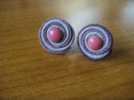 Stecker rund aus lila und helllila Band