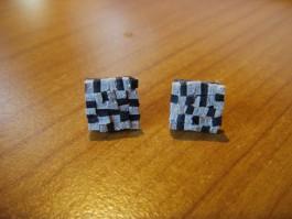 Mosaikstecker in den Farben dunkelblau und weiß