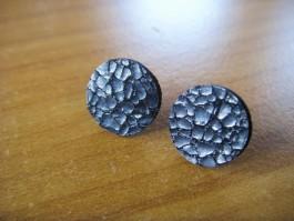 Stecker rund aus schwarz gemusterten Leder
