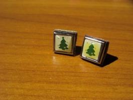Vierecke aus Leder mit Zierstuck und Tannenbaummotiv