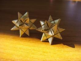 Glitzernde Weihnachtssternstecker in gold