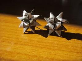 Glitzernde Weihnachtssternstecker in silber und grau