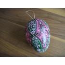Großes Ei in rosa, grün und weiß