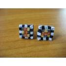 Mosaikstecker in den Farben schwarz, weiß und Brauntönen