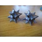 Glänzende Weihnachtssternstecker in grau
